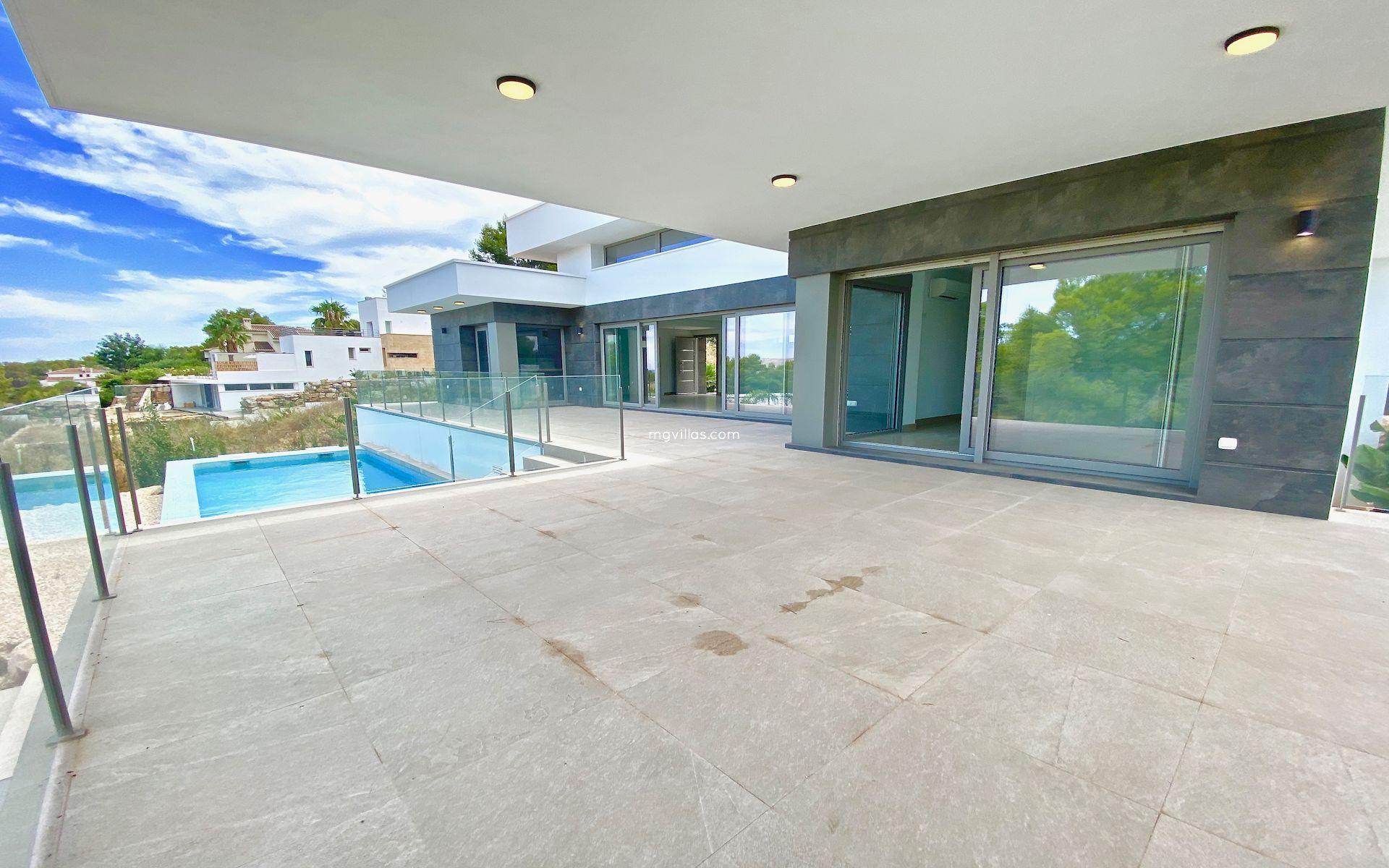 Villa Moderna de Nueva Construcción a al Venta en Javea - Piver